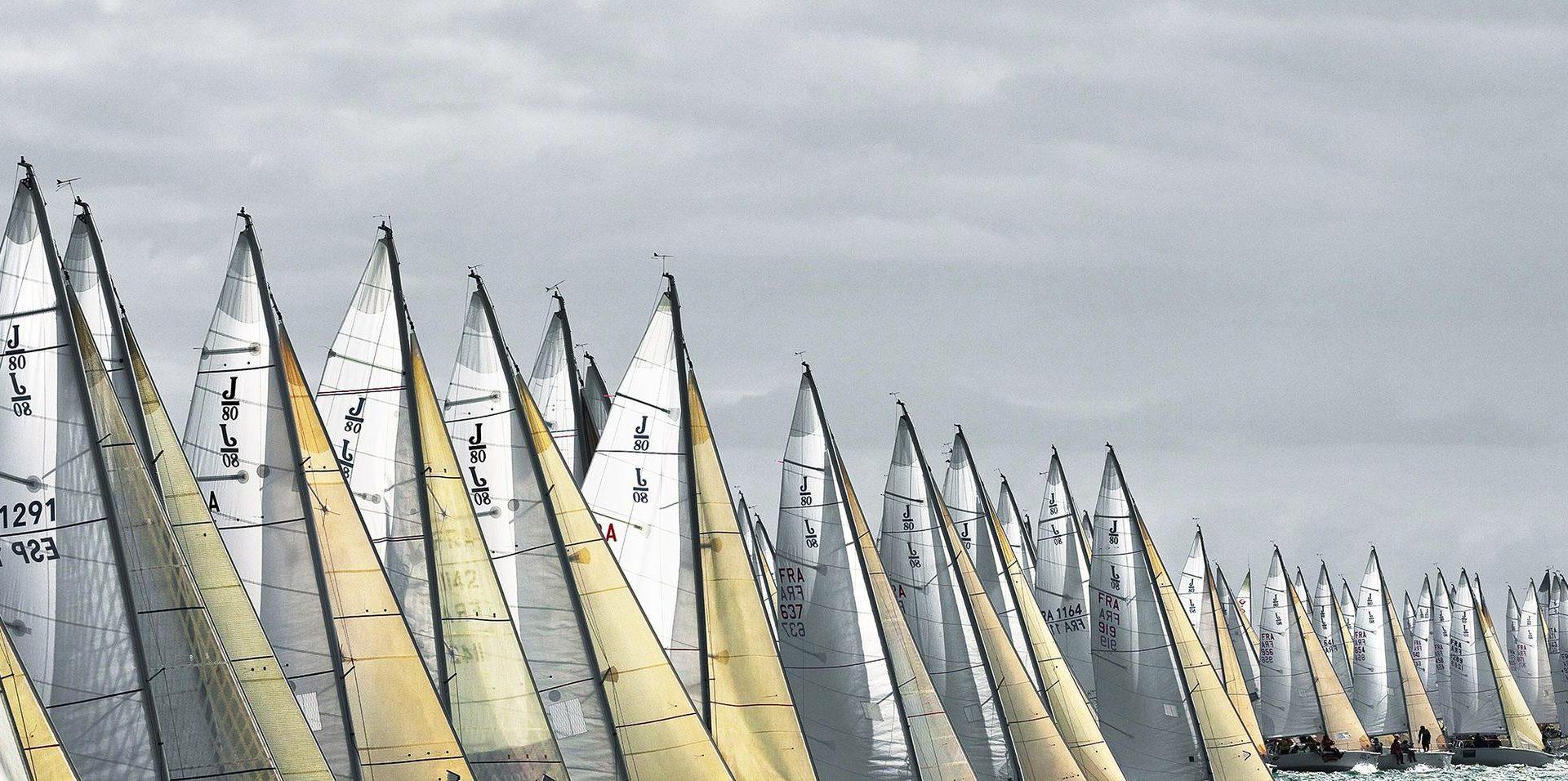 Image de voiliers dans la mer